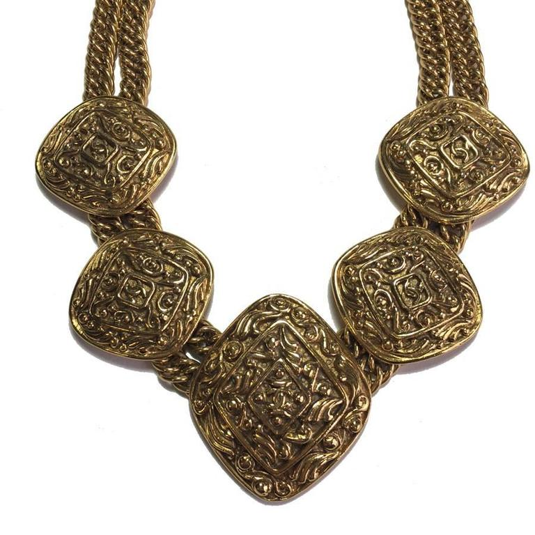 Women's Chanel Couture Necklace Gilt Metal For Sale