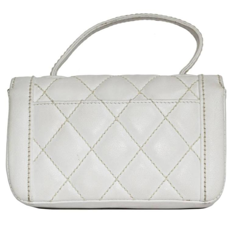 CHANEL Mini White leather Bag with Gilded Hardware For Sale at 1stdibs 8ee4a7885fca