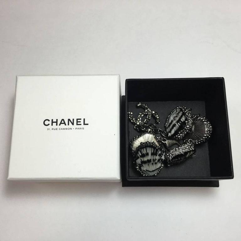 CHANEL Bracelet in Feathers and Silver Plated Metal 5