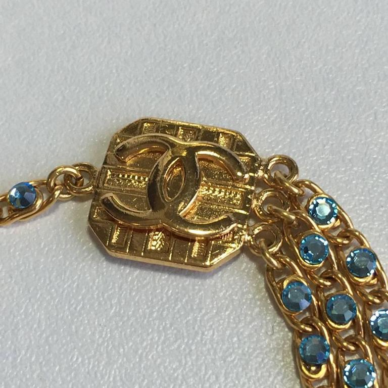 CHANEL Belt in Gilt Metal and Blue Rhinestones In Excellent Condition For Sale In Paris, FR