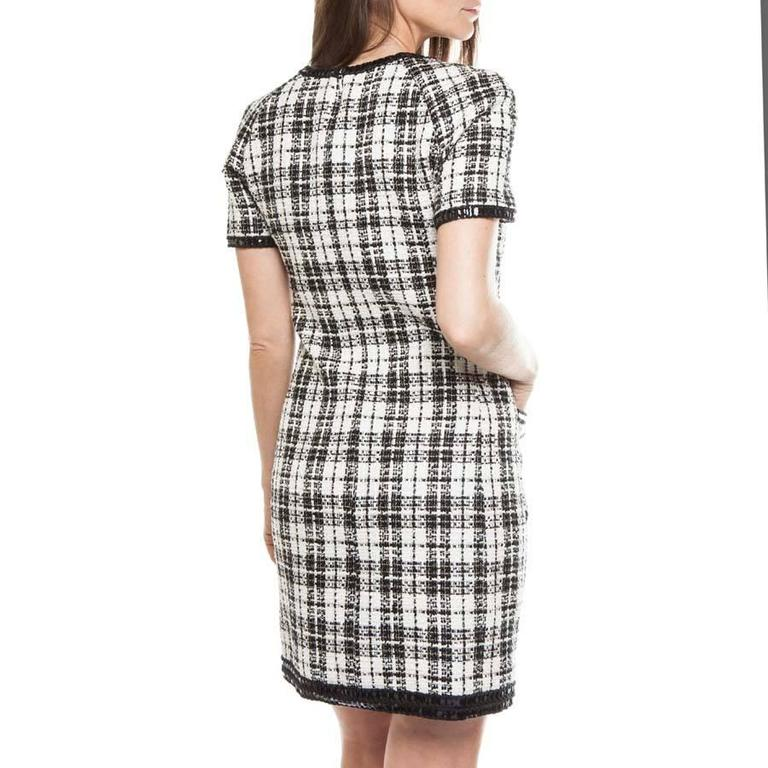 Iconic Chanel Dress Size 38FR in Bicolor Tweed 4