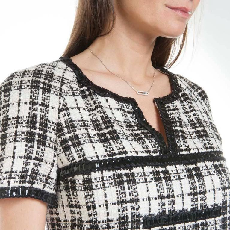 Women's Iconic Chanel Dress Size 38FR in Bicolor Tweed For Sale