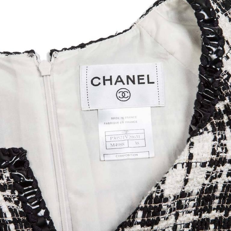 Iconic Chanel Dress Size 38FR in Bicolor Tweed 9