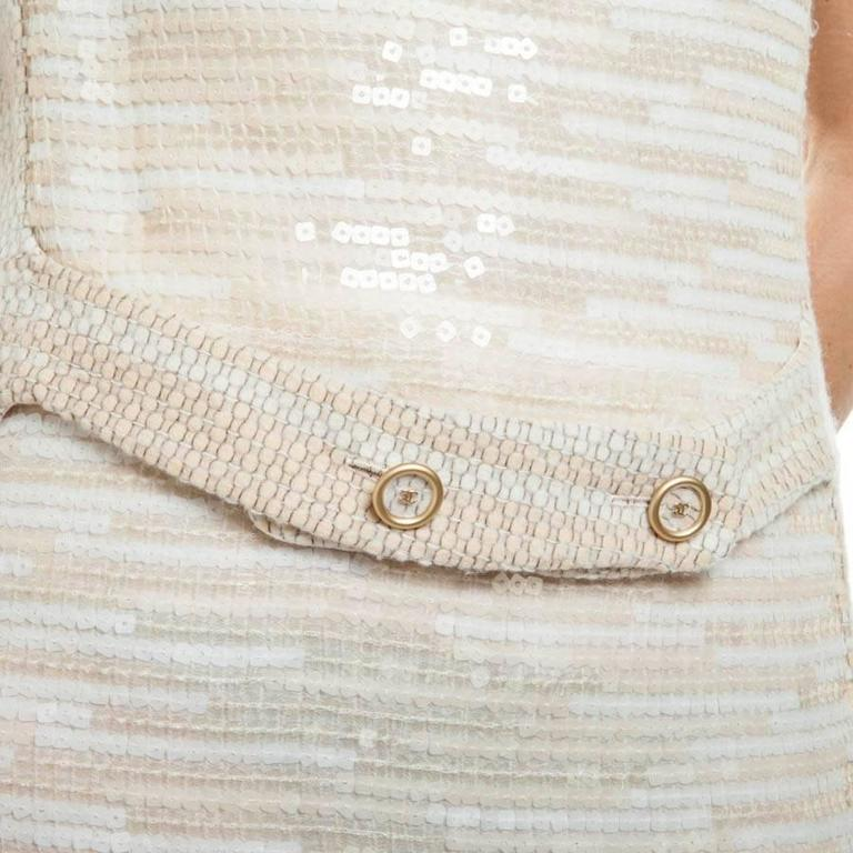 CHANEL Dress Size 40 FR in Beige Wool and Sequins For Sale 1