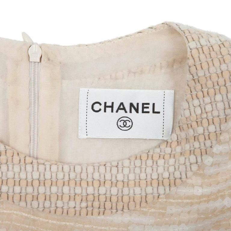 CHANEL Dress Size 40 FR in Beige Wool and Sequins For Sale 4