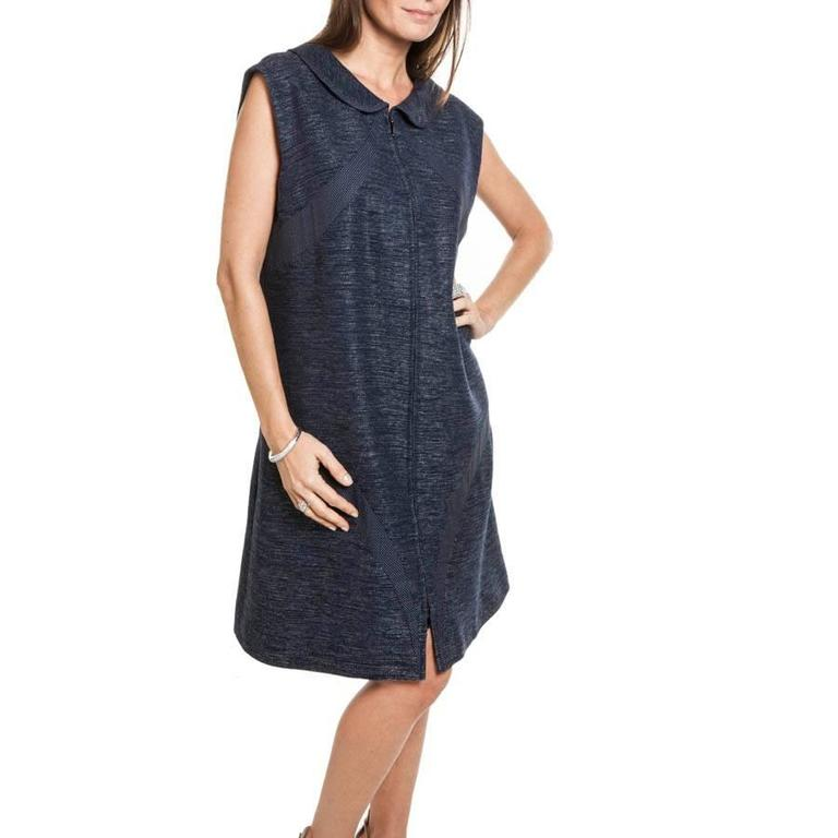 CHANEL sleeveless dress in blue cotton and lightly shiny wool.  It closes at the front with a long zipper.  The lining is in blue silk monogram.  Dimensions flat: shoulder width 45 cm, bottom width 74 cm.  Delivered in a Chanel cover