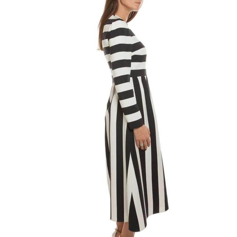 VALENTINO Black and White Striped Wool and Silk Long Dress Size 40IT In Excellent Condition For Sale In Paris, FR