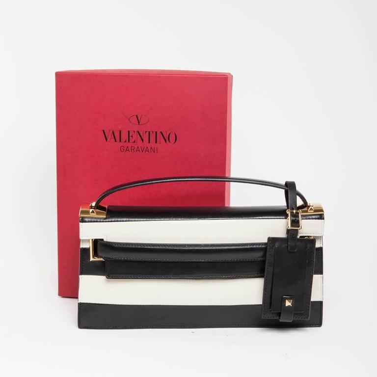 VALENTINO Model 'My Rockstud' Bag in Black and Beige Bicolour Leather For Sale 4