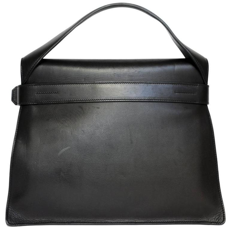 Hermès 'Etribelt' model bag in black leather. Closed by the famous Etribelt loop. Silver plated metal buckle closure.  Model seen little. Very chic to wear on all occasions.  Stamp P in a square (2012).    Approximate retail price 5550