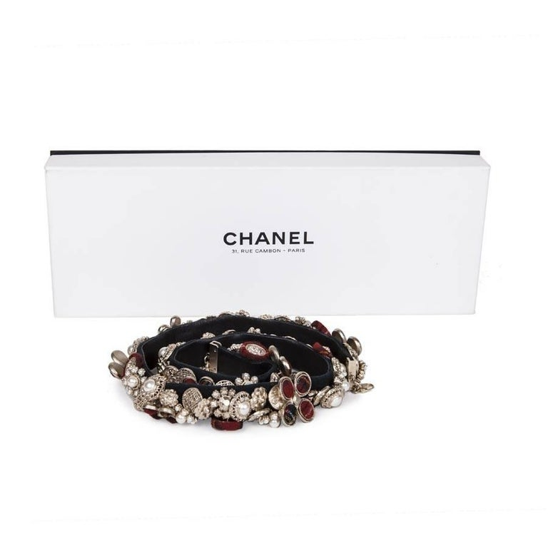 CHANEL Belt 'Paris-Edinburgh' in Leather, Buttons in Tweed and Gilded Metal In Excellent Condition For Sale In Paris, FR