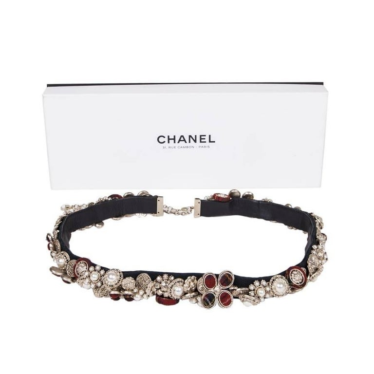 Women's CHANEL Belt 'Paris-Edinburgh' in Leather, Buttons in Tweed and Gilded Metal For Sale