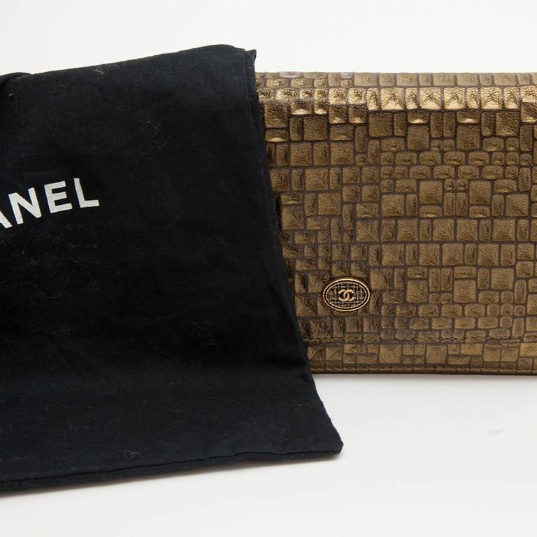 CHANEL Mini Flap Bag in Golden Aged Embossed Lamb Leather For Sale 5