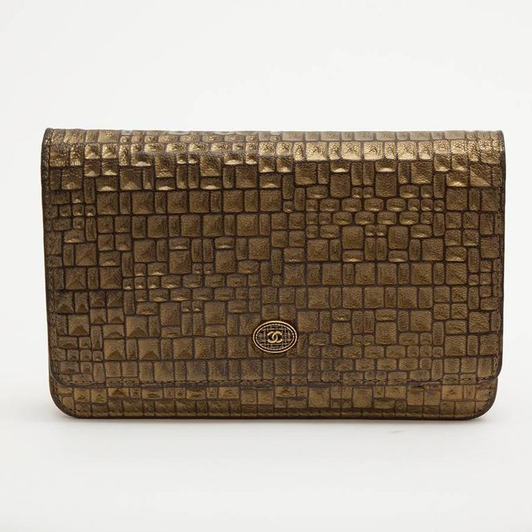 CHANEL Mini Flap Bag in Golden Aged Embossed Lamb Leather In Excellent Condition For Sale In Paris, FR