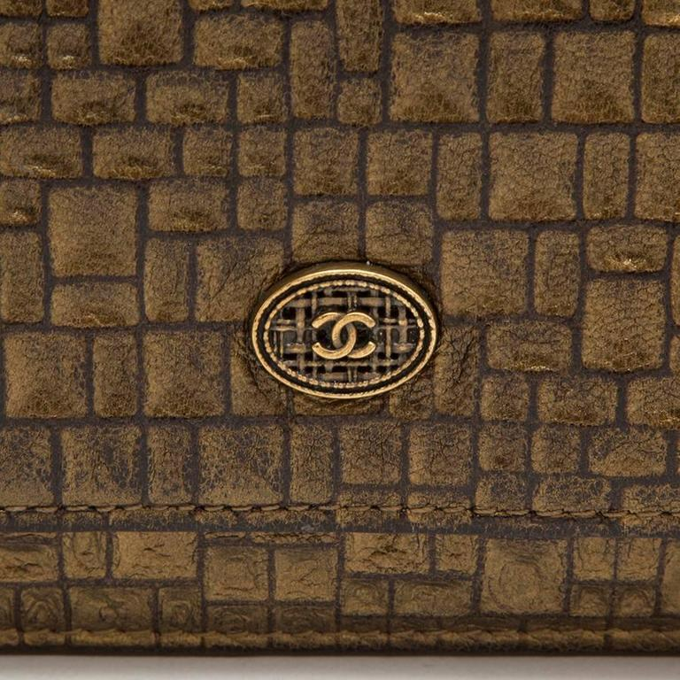 Women's CHANEL Mini Flap Bag in Golden Aged Embossed Lamb Leather For Sale