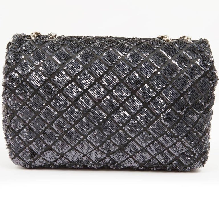 CHANEL 'Timeless' Flap Bag in Blue Night Sequins In Excellent Condition For Sale In Paris, FR