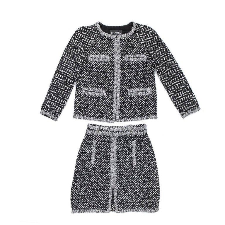 CHANEL Ensemble Jacket and Skirt in Gray and White Tweed Size 36FR