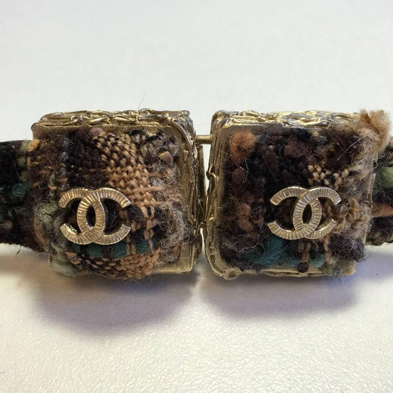 CHANEL 'Paris Edinburgh' Scottish Pattern Fabric and Black Leather Belt In Excellent Condition For Sale In Paris, FR