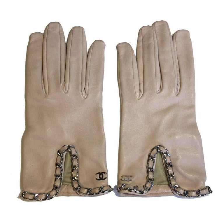 CHANEL Gloves in Pale Pink Lamb Leather and Silver Chain ...