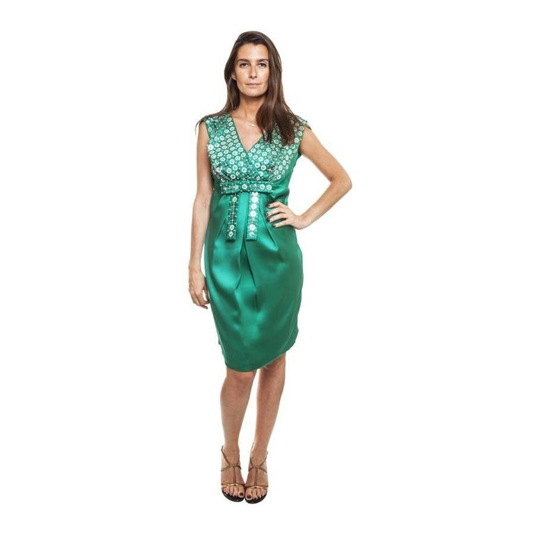 Sublime CHRISTIAN DIOR dress, period of John Galliano, in malachite green silk with embroideries of silver sequins and metallic silver beads. Drape on the bust with wild silk knot, zipper on the left side of the dress. The skirt is in smooth silk.