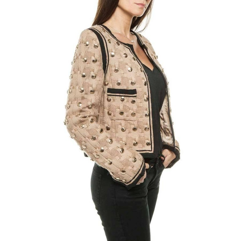 Collector! Chanel short jacket in beige wool lined with black bands, fully studded (buttons) with CC, neutral and matte gold color. The lining is 100% monogram silk. The bottom ends with a golden chain. There are two pockets.  Dimensions flat: