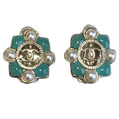 CHANEL Clip-on Earrings in Gilded Metal, Green Resin and Pearls