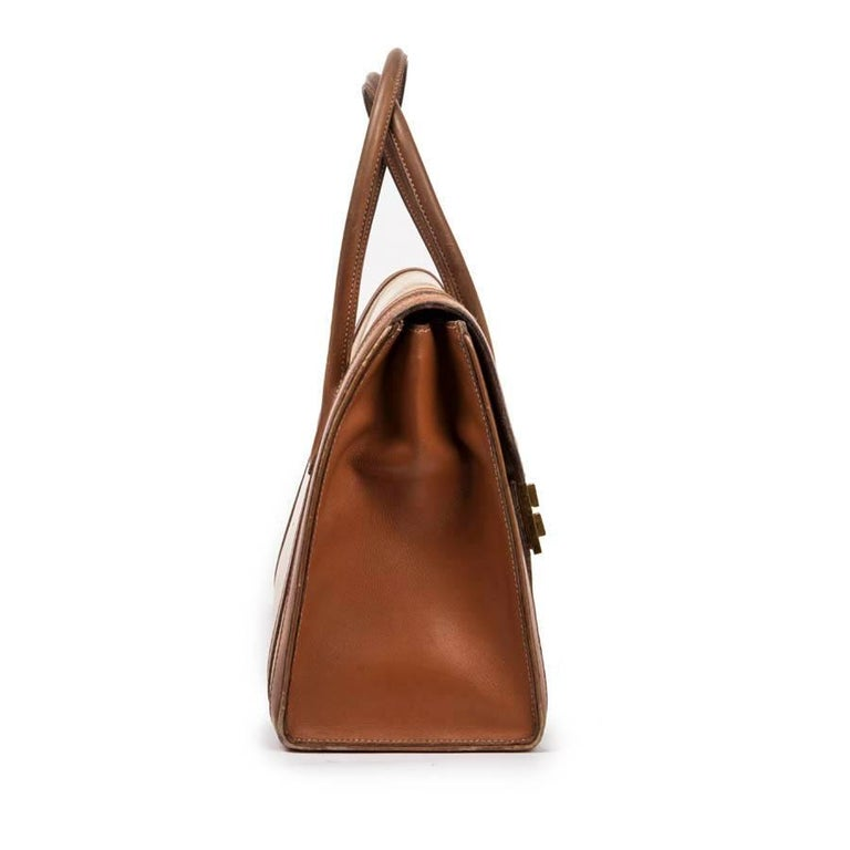 Hermes flap bag 'Drag' in beige canvas and gold leather. Gold-plated hardware (micro-scratch).  Closed by flap, it is worn with both handles.   The inside is in gold leather with three pockets, one zipped.  Will be delivered in a Valois Vintage