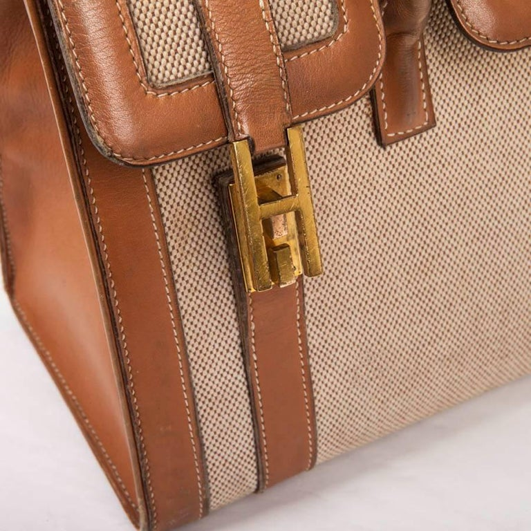 Vintage HERMES Flap Bag 'Drag' in Beige Canvas and Gold Leather For Sale 4