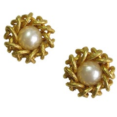 CHANEL Clip-on Earrings in Hammered Gilded Metal and Pearly Bead