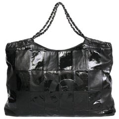 Exceptional CHANEL Bag in Patchwork of Patent and Matte Black Leather