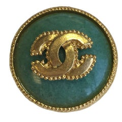 CHANEL Round Brooch in Gilded Metal and Semi Precious Jade color Stone