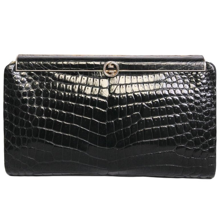 077b9a3566eb Vintage GUCCI Clutch in Black Crocodile Leather For Sale at 1stdibs