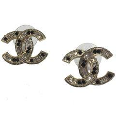 CHANEL CC Stud Earrings in Gilded Metal and Bicolor Rhinestones