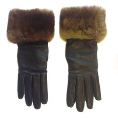 CHANEL Gloves in Brown Smooth Leather and Fur Trim (Orylag) Size S US - 6.5EU