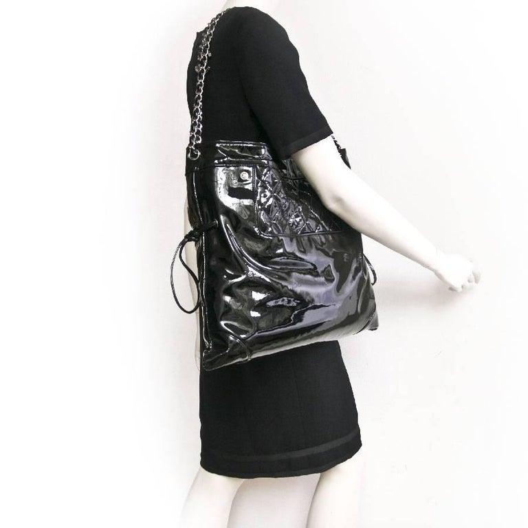 3eaf447e1d36 CHANEL Messenger Bag in Black Patent Leather Big size For Sale at ...