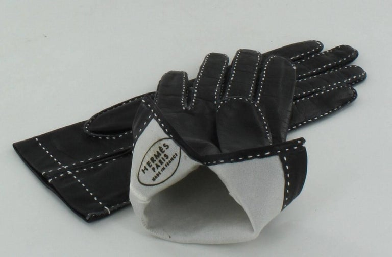 Black HERMES Gloves in Blak Smooth Leather whit White Saddle Stitching Size 6.5 EU For Sale