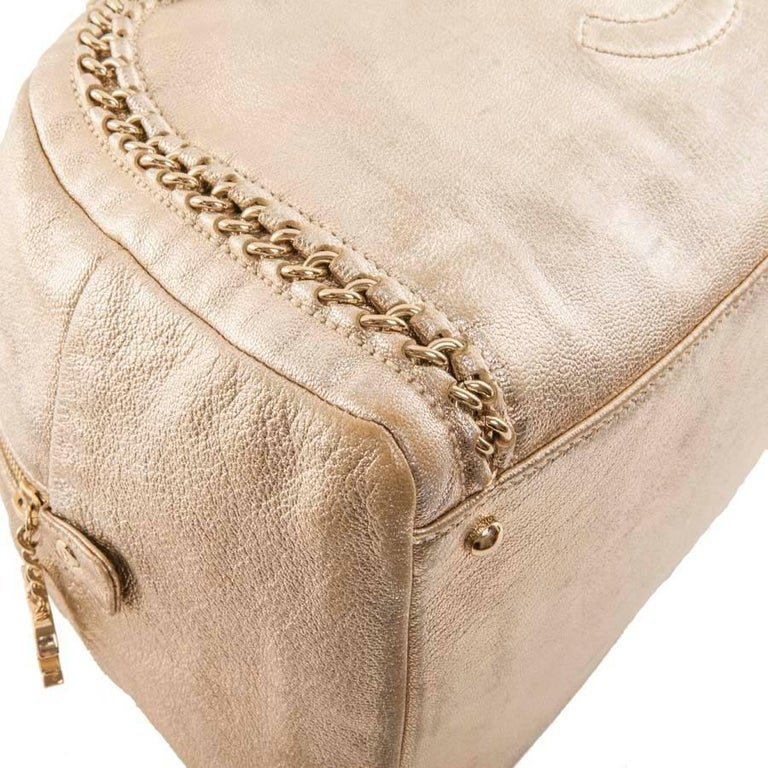 CHANEL Bowling Bag in Gilded Distressed Leather In Good Condition For Sale  In Paris 85fc423df6c1b