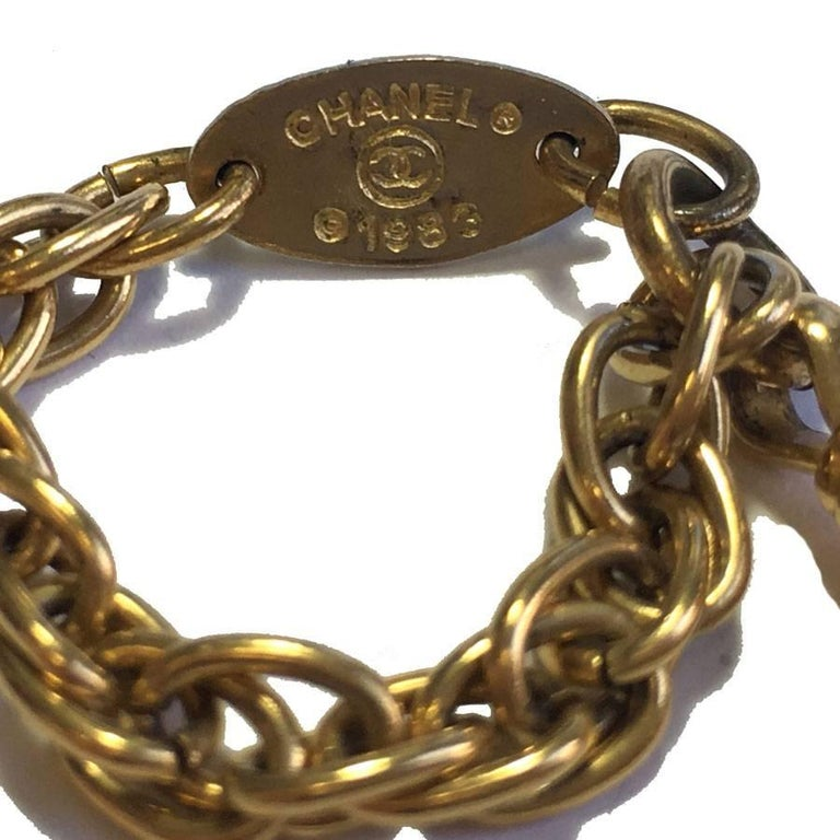 CHANEL Double Chain Necklace in Gilded Metal with a Magnifying Glass  In Good Condition For Sale In Paris, FR