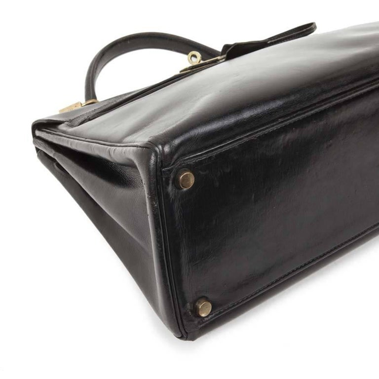 HERMES Vintage Kelly 32 Bag in Black Box Leather with its Strap In Good Condition For Sale In Paris, FR