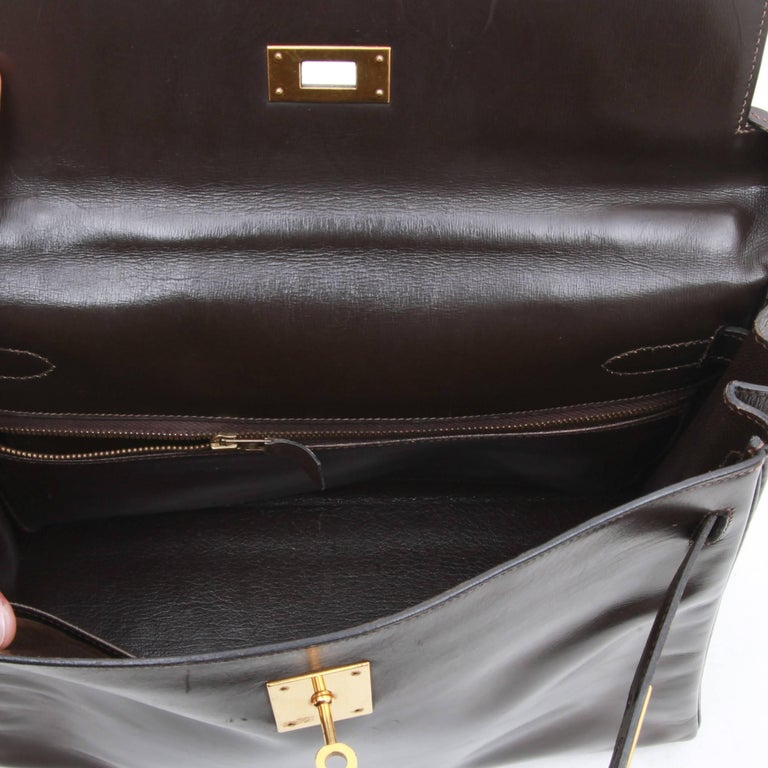 HERMES Kelly 32 Bag in Brown Box Leather In Good Condition In Paris, FR