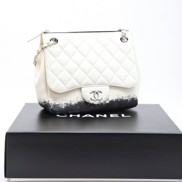 8308b22352a1 CHANEL Bag in Beige and Black Lamb Leather For Sale 5