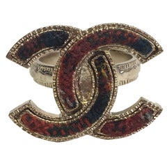 CHANEL CC 'Paris - Edinburgh' Ring in Gilded Metal and Red Tweed Size 53
