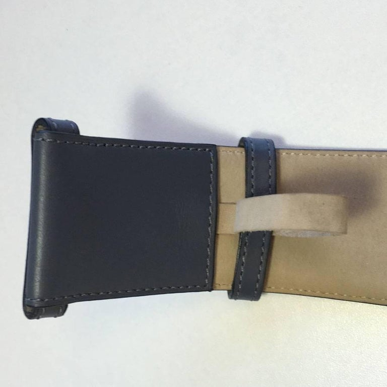 ALAÏA Belt in Dark Gray Leather and Beige Suede Size 75FR For Sale 2