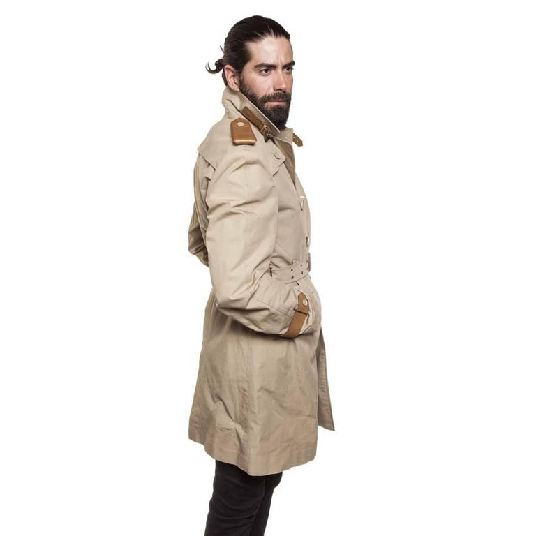 BURBERRY Riding Trench Coat in Beige Cotton and Natural Leather Size 48FR In Good Condition For Sale In Paris, FR