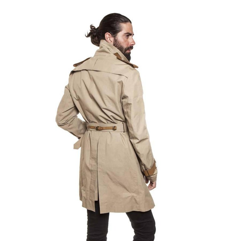 Men's BURBERRY Riding Trench Coat in Beige Cotton and Natural Leather Size 48FR For Sale