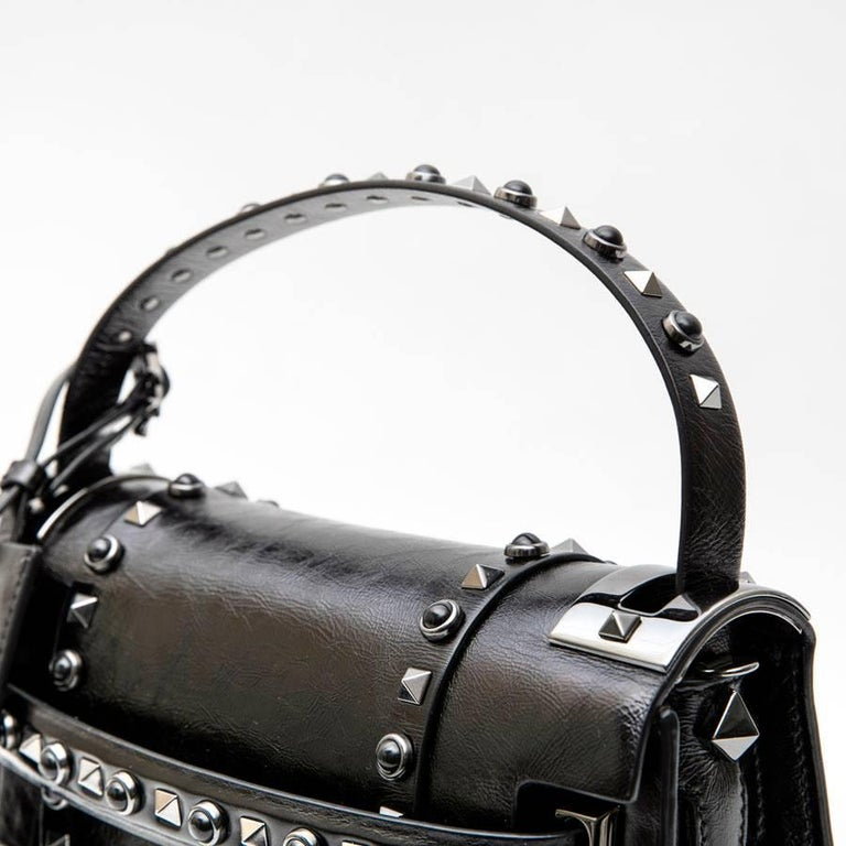 VALENTINO Bag in Aged Semi Matte Black Leather For Sale 5