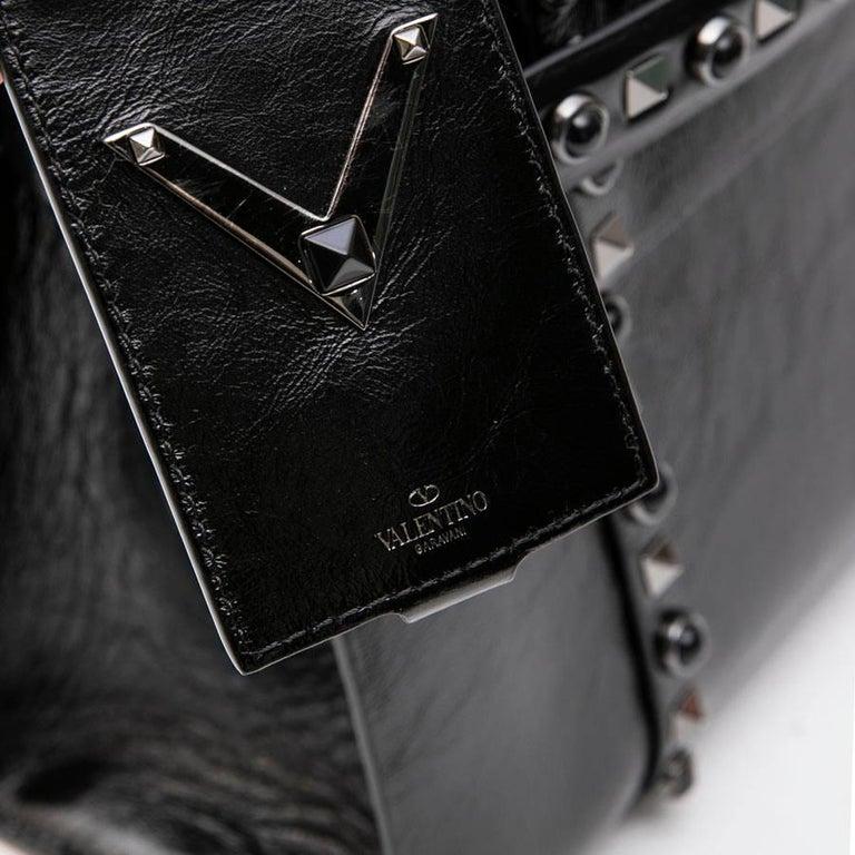 VALENTINO Bag in Aged Semi Matte Black Leather For Sale 6