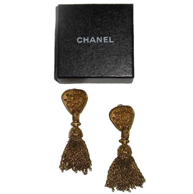 CHANEL Vintage Dangling Clip-on Earrings in Gilt Metal For Sale 2