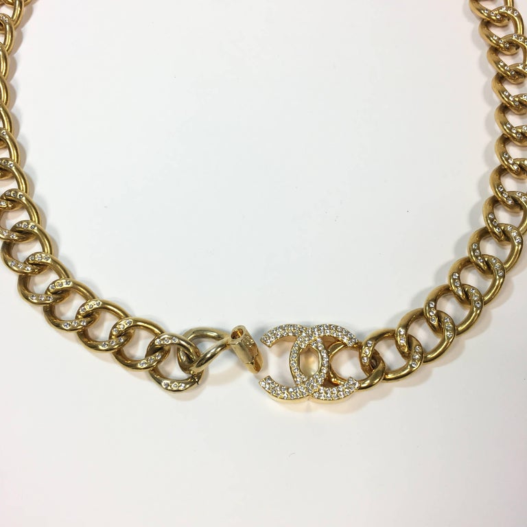 CHANEL Chain Belt in Gilt Metal set with Rhinestones and CC Clasp Size 80FR In Excellent Condition For Sale In Paris, FR