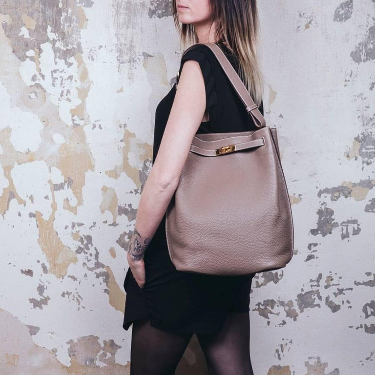 Brown HERMES So Kelly Bag in Etoupe Clémence Taurillon Leather For Sale