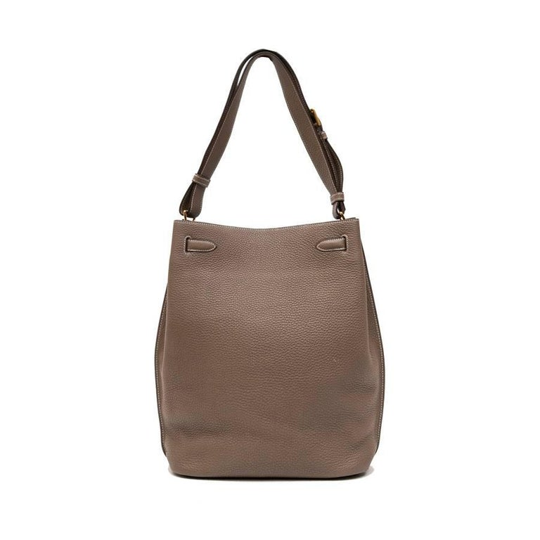 Women's HERMES So Kelly Bag in Etoupe Clémence Taurillon Leather For Sale